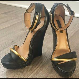 Rachel Zoe Katlyn Wedge Sandals Black & Gold 5M